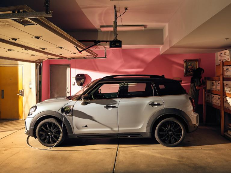 MINI Cooper Countryman SE – picnic bench – pull-out bench